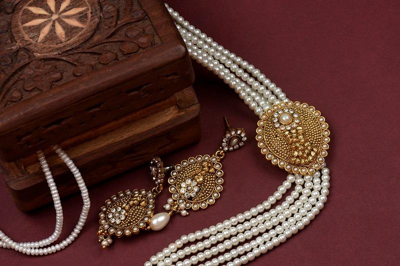Beauty rtetro jewellery